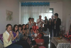 Srila Janardan Maharaj and Sripad Yudhamanyu Prabhu surrounded by our chinese devotees