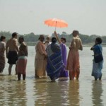Srila Govinda Maharaj visits the Ganges River with the devotees